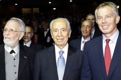 Former British Prime Minister and Mideast mediator Tony Blair, right, Israel's President Shimon Peres, center, and Dan David, attend the $1 million Dan David Prizes in Tel Aviv, Israel, Sunday, May 17, 2009.