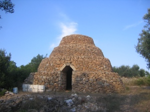 Structure in Puglia region of Italy, potentially susceptible to remodeling as mosque by invading Muslims. (Photo by Amelia Opalinska.)