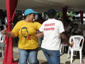 Attendees dance at function in favor of educational reform in the Venezuelan state of Anzoátegui. (Photo by Amelia Opalinska)